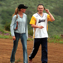 Excl. Leonardo DiCaprio and his girlfriend Giselle househunting 1/1