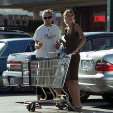 Gisele_and_Leo_shopping_in_Hollywood2C_August_282C_2001_28329