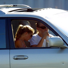 Gisele_and_Leo_at_In_N_Out_Burger2C_Santa_Clarita2C_July_82C_2002_28429