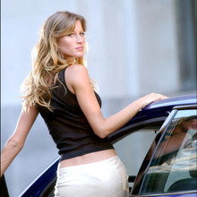 "© Steve Sands/ABACA. 50051-10. New York City-NY-USA, 20/09/2003. Giselle Bundchen  gives Jennifer Esposito a serious pat down after capturing her while playing a bank robber filming ""Taxi"" with Queen Latifah  and Jimmy Fallon in NYC. Fallon and Esposito play NYC cops while Latifah plays a NYC cab driver."