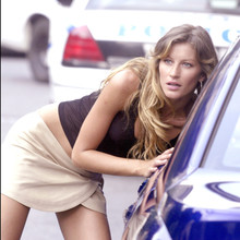"© Steve Sands/ABACA. 50051-16. New York City-NY-USA, 20/09/2003. Giselle Bundchen  gives Jennifer Esposito a serious pat down after capturing her while playing a bank robber filming ""Taxi"" with Queen Latifah  and Jimmy Fallon in NYC. Fallon and Esposito play NYC cops while Latifah plays a NYC cab driver."