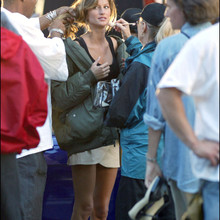 © Cedric Eibeinder/Cameleon/ABACA. 50076. New York City-NY-USA, 21/09/2003. Super Model Giselle Bundchen in her acting debut is filming Taxi (a remake of the French movie) in New York.