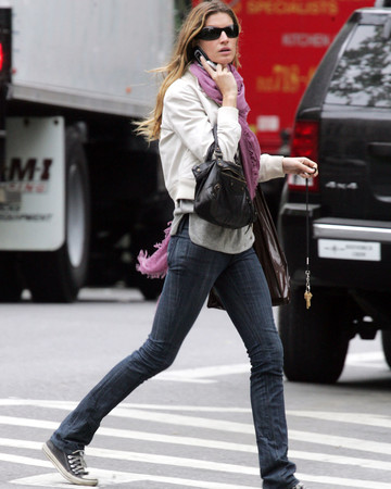 05-11 Gisele Bundchen out and about in the Meatpacking district of NYC May 11 2006