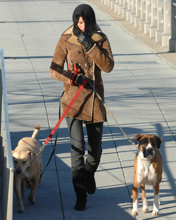 01-26 Gisele walking her dogs on a very cold winter day in NYC January 26 2007