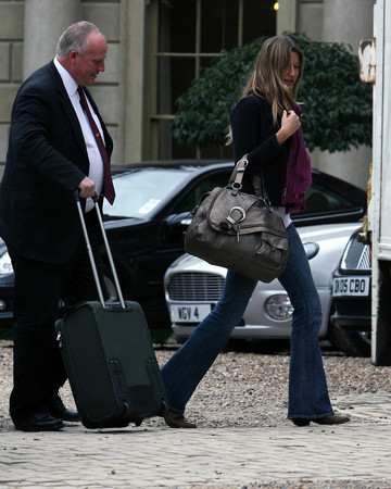 04-05 Arriving at her Hotel in the UK April 5 2007