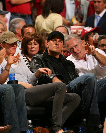 06-14 New England Patriots QB Tom Brady and Gisele Bundchen at the 2007 NBA Finals