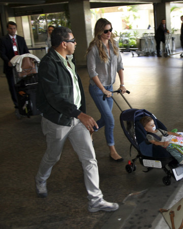 08-01 Gisele & her son arriving at Guarullhos airport in Sao Paulo