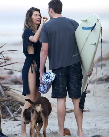 02-14 Gisele and Tom Brady at the beach in Costa Rica, February 14, 2019