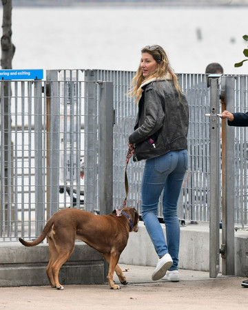 04-14 Gisele in NYC April 14 2019