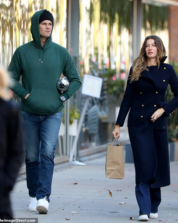 11-12 Gisele and Tom Brady out and about in NYC November 12 2019