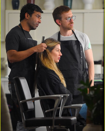 11-14 Gisele Bundchen Gets Her Hair Highlighted by Pal Hairstylist Harry Josh November 14 2019