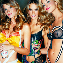 Gisele-and-Angels-Backstage-by-Gavin-Bond
