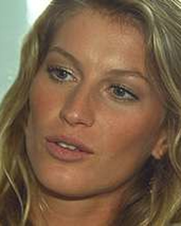 05 Gisele renews contract with C&A and gives news conference Brazil May 2002