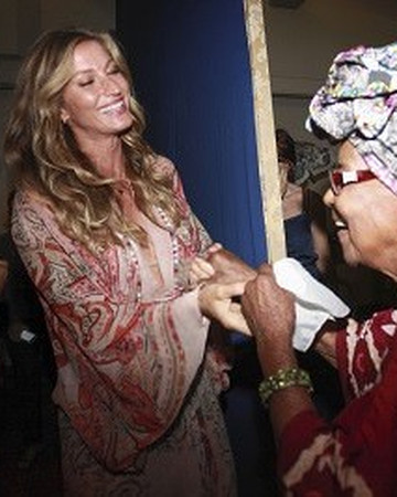 Gisele at Festival de Cinema Reimagine (Reimagine Film Festival) in downtown Rio Brazil A