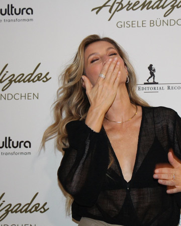 11-11 Gisele At Her Book Launch In Porto Alegre Brazil November 11 2018